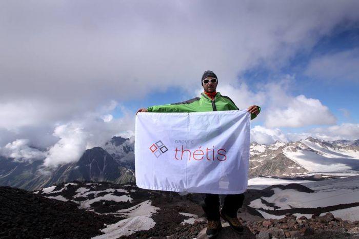 Groupe Thétis sur le toit de l'Europe ! C'est sur les pentes du Mont Elbrouz au cœur du Caucase russe et culminant à 5.642 mètres que le Groupe Thétis a lancé une expédition en juillet 2015 dans le but de planter son drapeau sur le sommet de l'Europe.